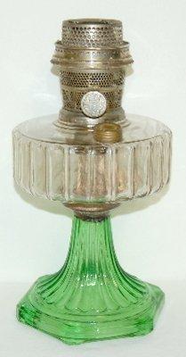 """17: Aladdin B-105 Clear/Green """"Corinthian"""" Lamp"""