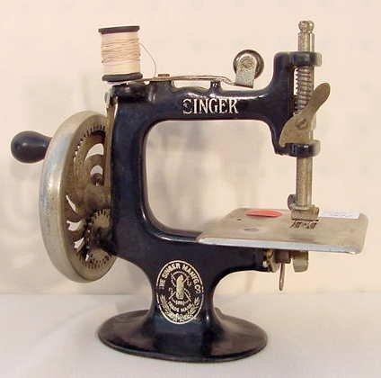 1019: Toy Singer Sewing Machine