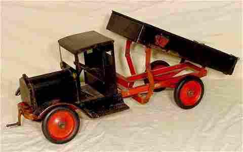 1055: Keystone Metal Dump Truck  Packard