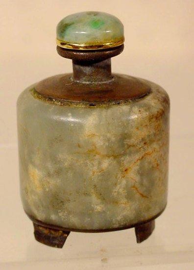 1018: Round Veined Stone Snuff Bottle w/ 3 Bronze Feet