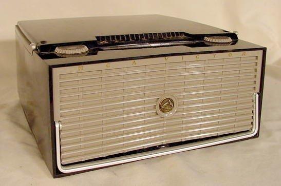 "508: RCA Victor ""The Skipper"" AM Radio / Phono NR"