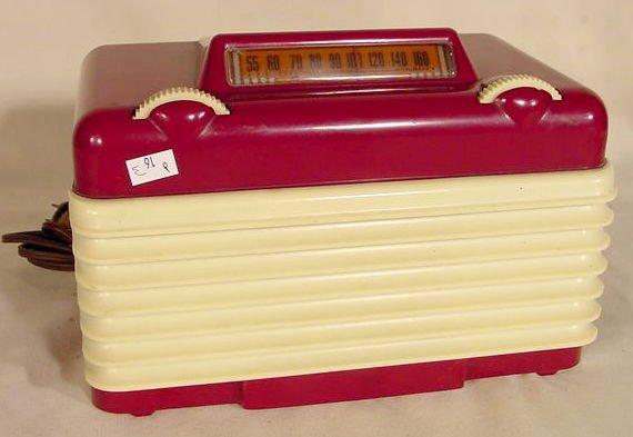 509: Setchell Carlson Model 416 Two-Tone Plastic Radio