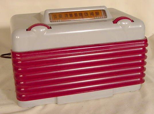 511: Setchell Carlson Model 416 Two-Tone Plastic Radio