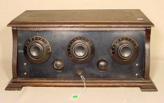 515: Shenandoah Five Henry Field Table Radio NR