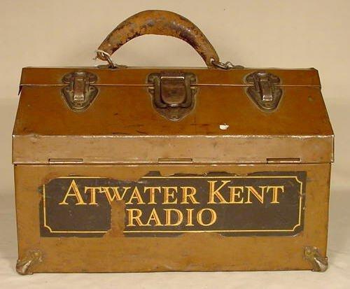 518: Atwater Kent Radio Kennedy Metal Tool Box NR