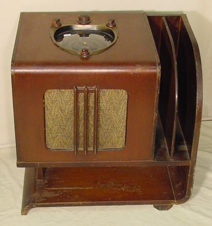 524: Zenith Black Dial Chairside Radio NR