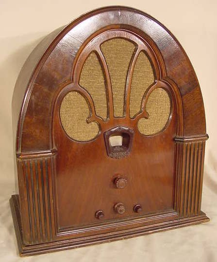 526: Philco Model 70 Cathedral Radio NR
