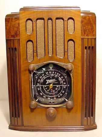 560: 1936 Zenith 10-S-130 Wood Tombstone Radio NR