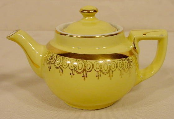 1081: Two Signed Hall Teapots NR - 3
