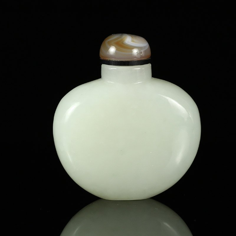 Superb Chinese White Hetian Jade Snuff Bottle