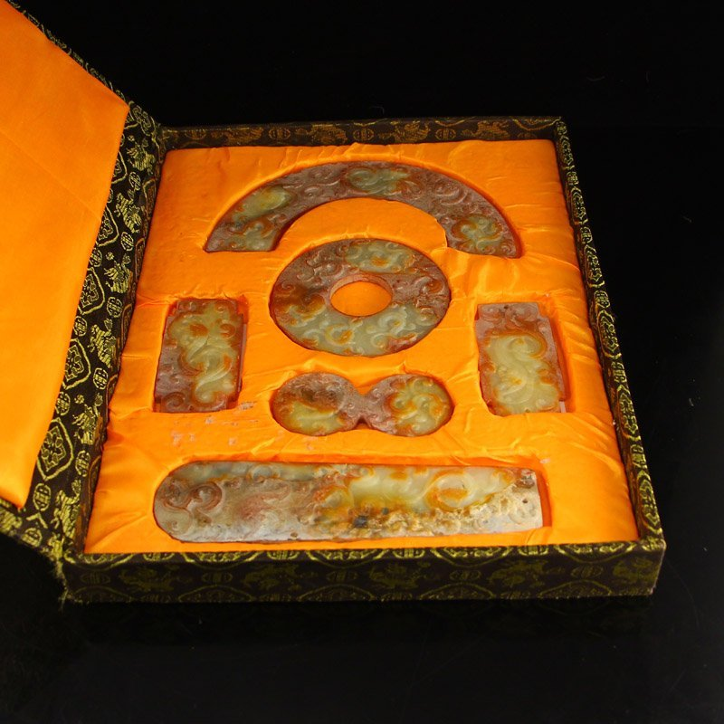 A Set Vintage Chinese Natural Jade Pendants w Box