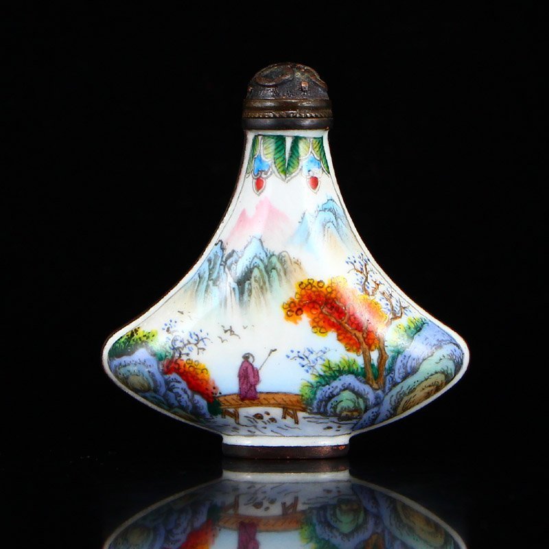 Chinese Qing Dynasty Red Copper Enamel Snuff Bottle