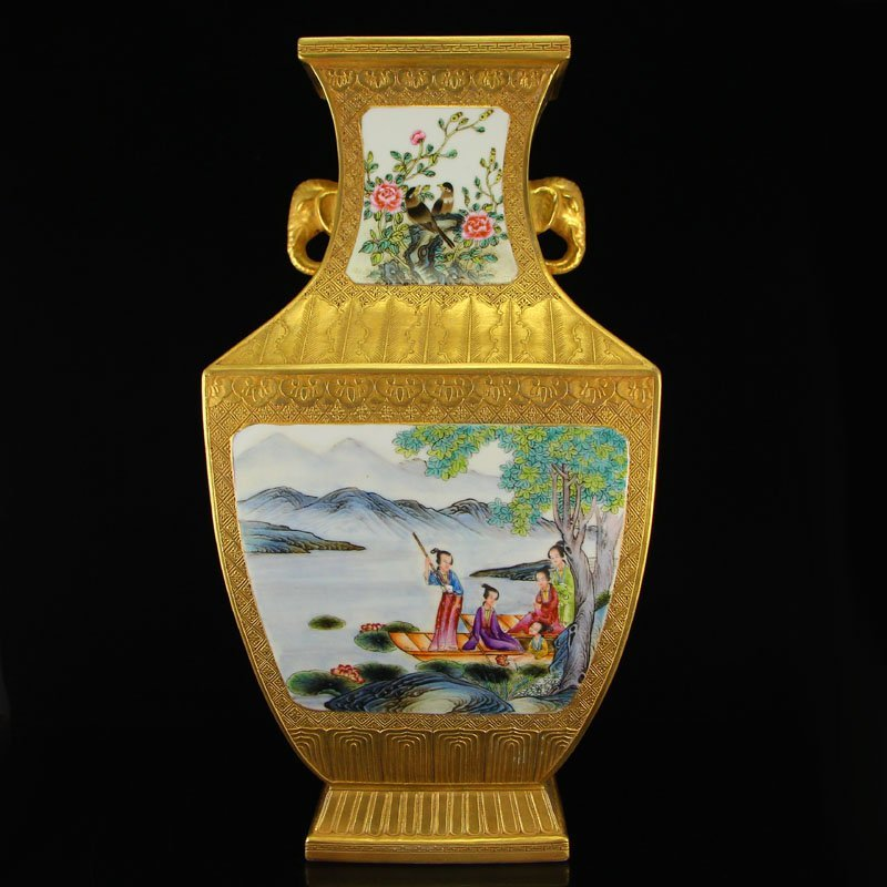 China Gilt Gold Famille Rose Porcelain Double Ears Vase