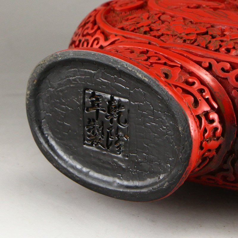 Vintage Chinese Red Lacquerware High Relief Vase - 10