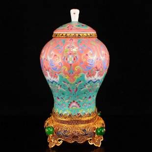 Superb Chinese Gilt Gold Famille Rose Porcelain Jar