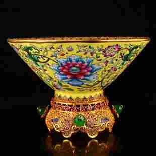 Superb Qing Yellow Ground Famille Rose Porcelain Bowl