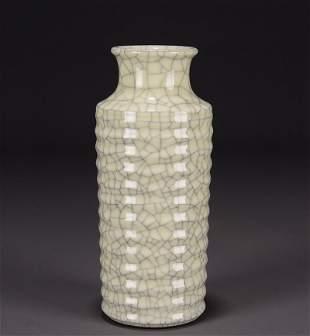 Chinese Qing Dynasty Ge Glaze Porcelain Vase