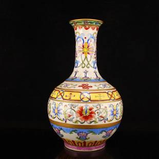 Chinese Gilt Edge Famille Rose Porcelain Vase