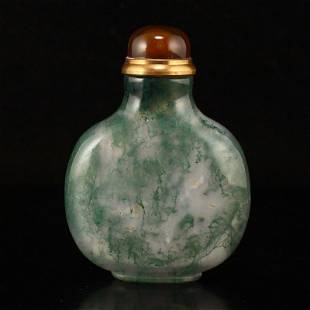 Chinese Shuicao Agate Snuff Bottle
