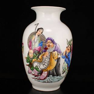 Chinese Famille Rose Figure Porcelain Vase