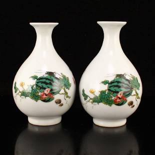 A Pair Chinese Famille Rose Porcelain Vases