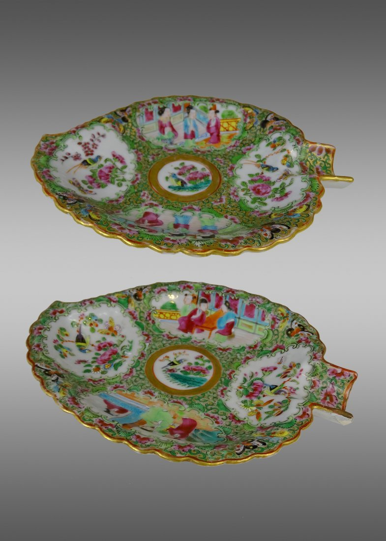 A Pair of Leaf Shape Guang Color Plates