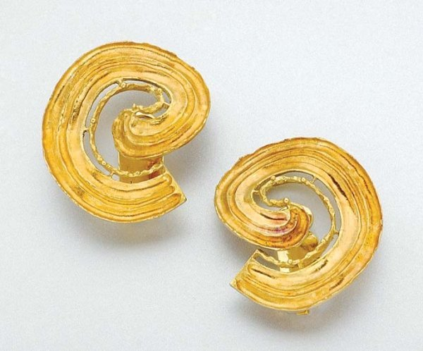 3006: Pair of Gold Earclips