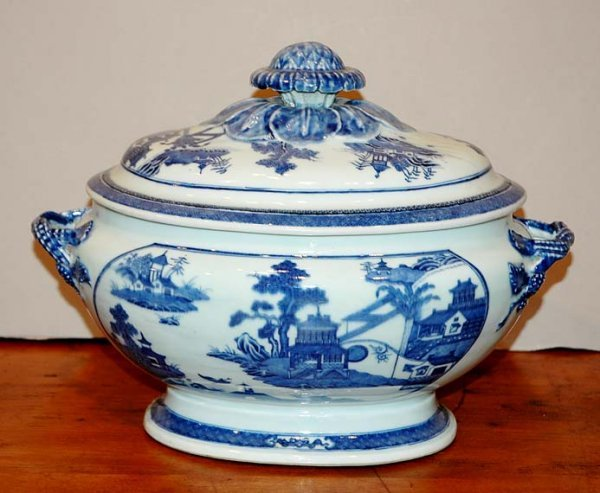 2016: Nanking Blue and White Porcelain Oval Tureen