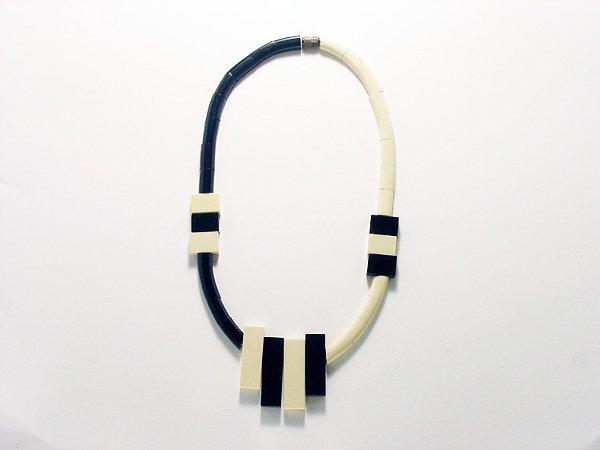 3024: Bonaz Galalith Necklace