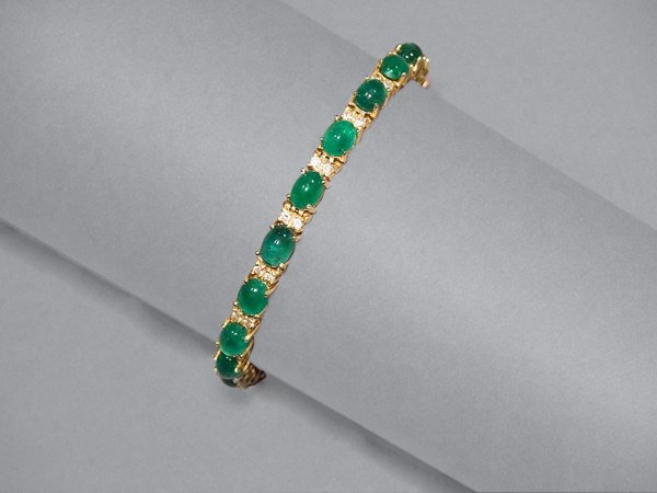 10: Cabochon Emerald & Diamond Bracelet