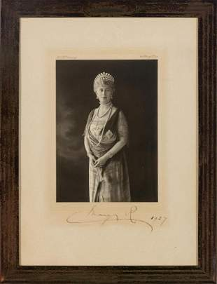[ROYALTY] Signed photograph of Queen Mary by W. & B.