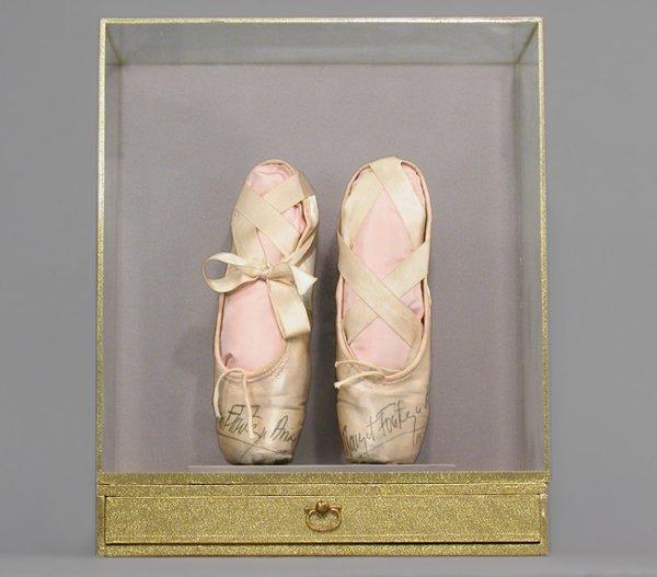 3011: FONTEYN, DAME MARGO Pair of pink satin ballet sho