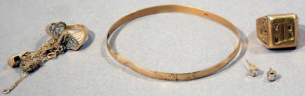 11: Group of Gold Jewelry