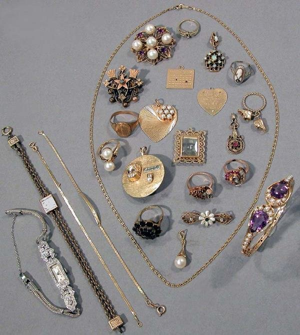 23: Group of Jewelry