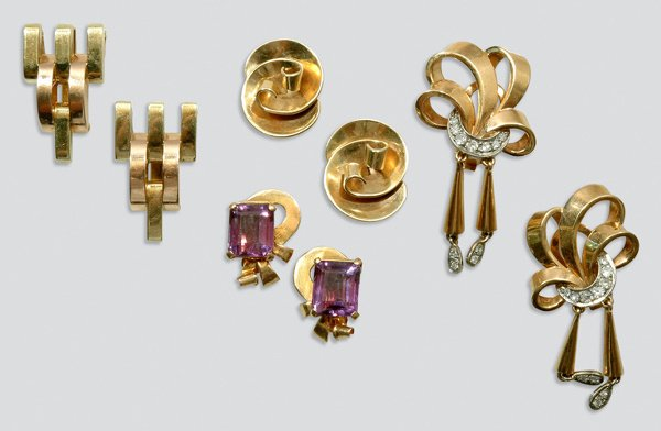 2004: Group of Retro Gold Jewelry