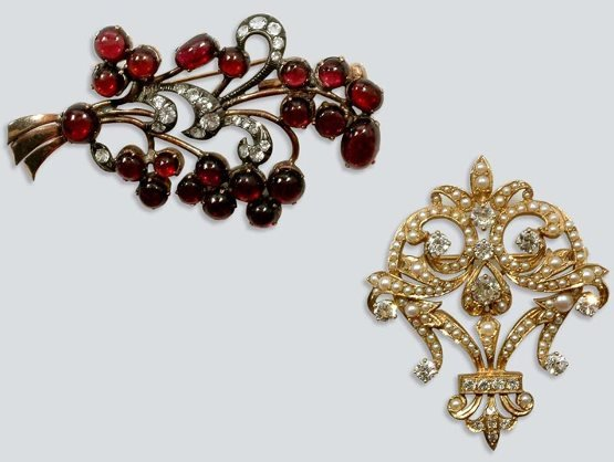 2009: Garnet and Simulated Diamond Pin and Split Pearl