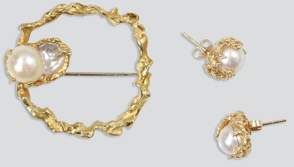 2017: Gold and Cultured Pearl Pin and Pair of Earrings