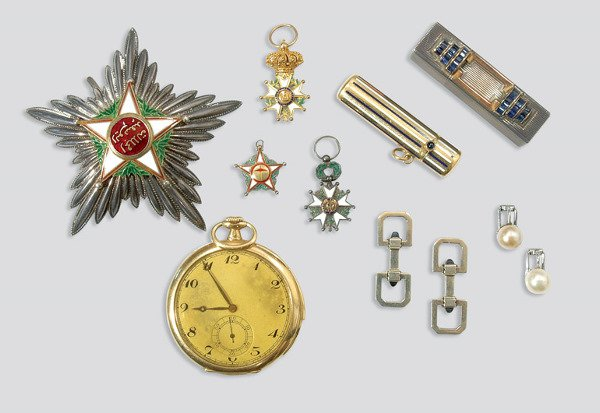 2261: Group of Jewelry and Items