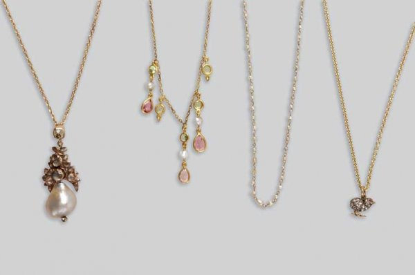 2010: Group of Antique Jewelry