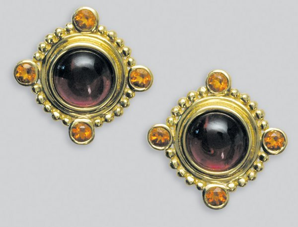2021: Pair of Gold, Cabochon Garnet and Citrine Earring