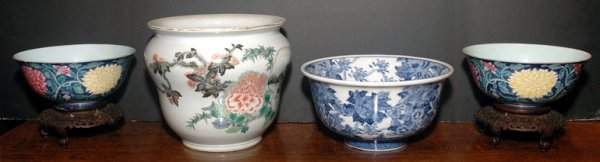 3384: Pair of Chinese Famille Rose Porcelain Blue Groun