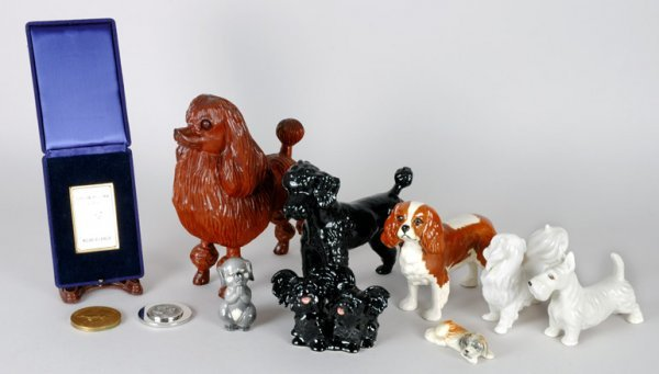 3013: Miscellaneous Group of Ceramic and Wood Figures o
