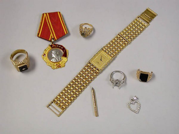 4002B: Group of Assorted Jewelry