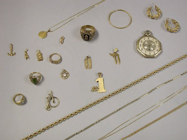 4004A: Group of Assorted Jewelry