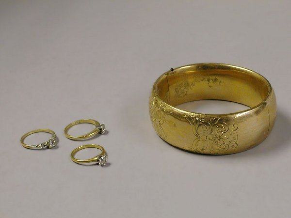 4007: Three Diamond Rings and a Bracelet