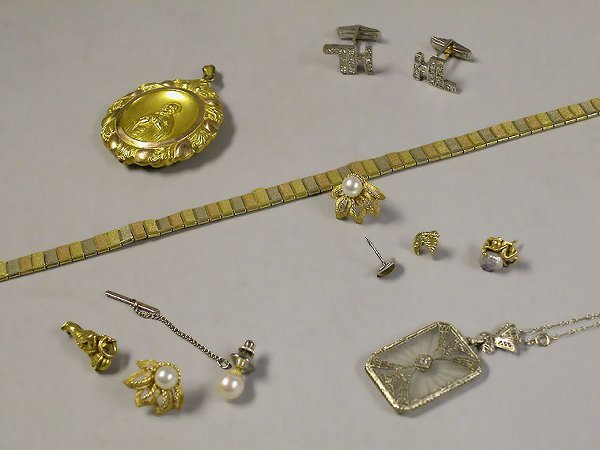 4010F: Group of Assorted Gold Jewelry