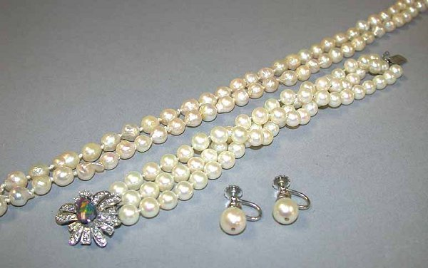4058: Group of Cultured Pearl Jewelry