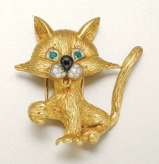 1012: Gold, Diamond, Emerald and Enamel Cat Clip Brooch
