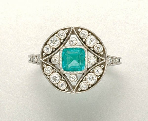 1019: Emerald and Diamond Ring