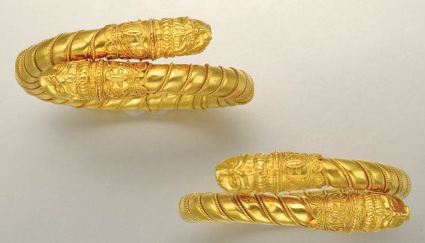 1024: Pair of High Karat Gold Bangles